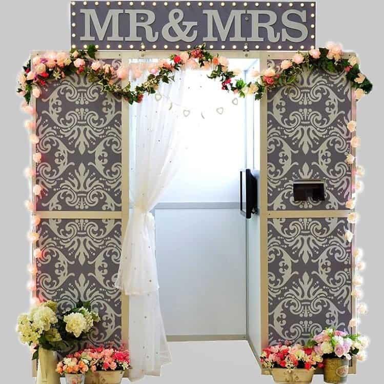 wedding circus photo booth