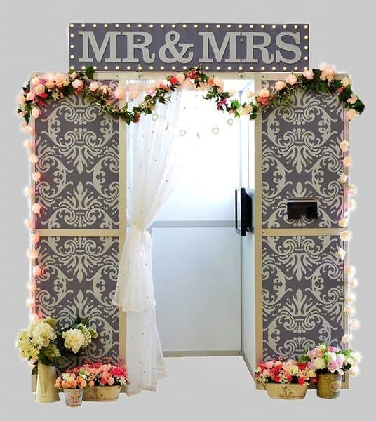 Mr & Mrs wedding photo booth