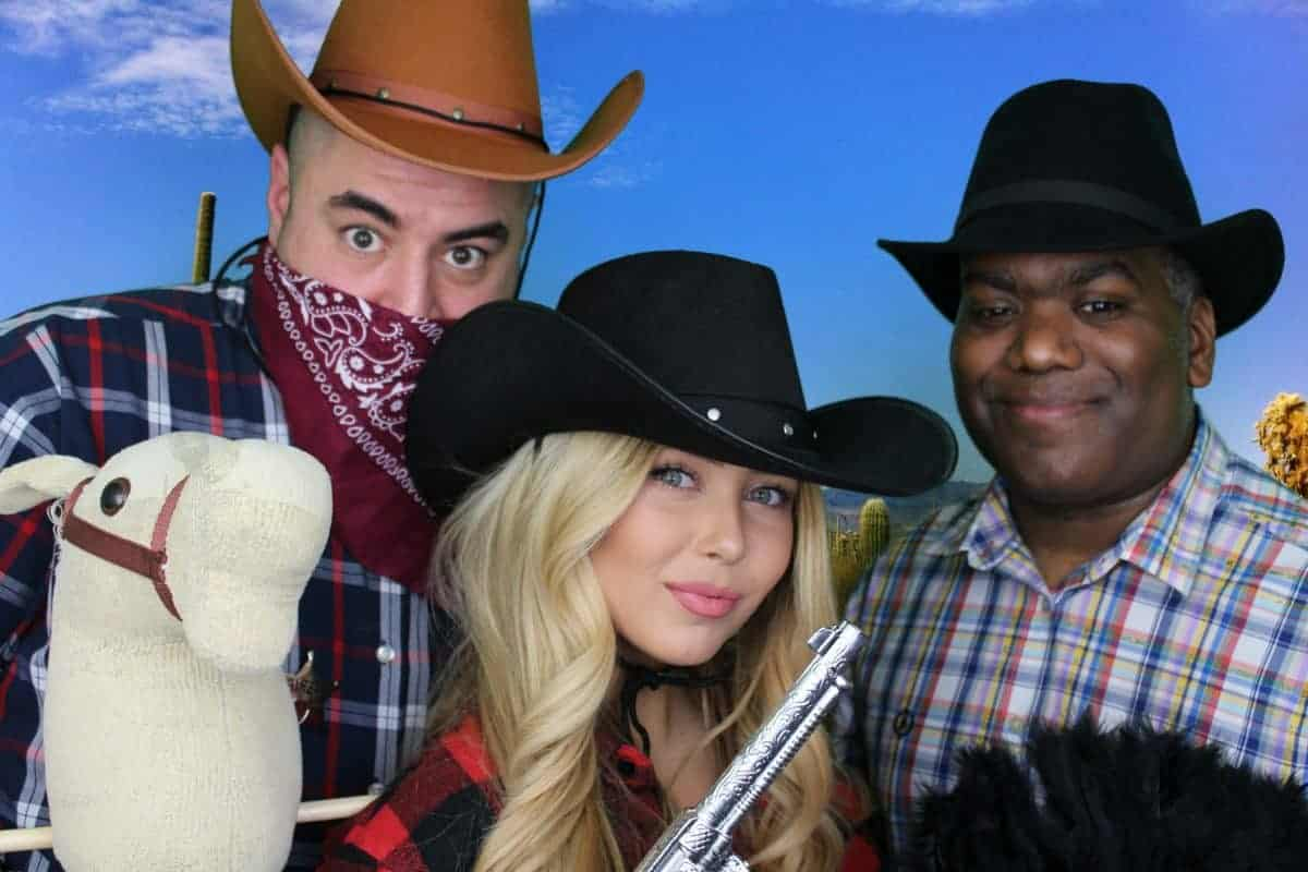 picture of guests enjoying the wild west saloon bar photo booth